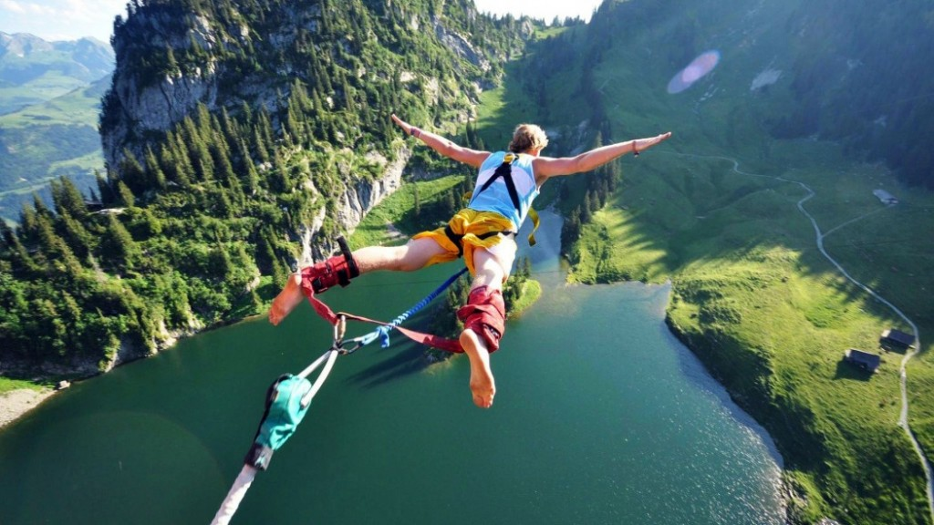 Bungee_Jumping-1-1050x591